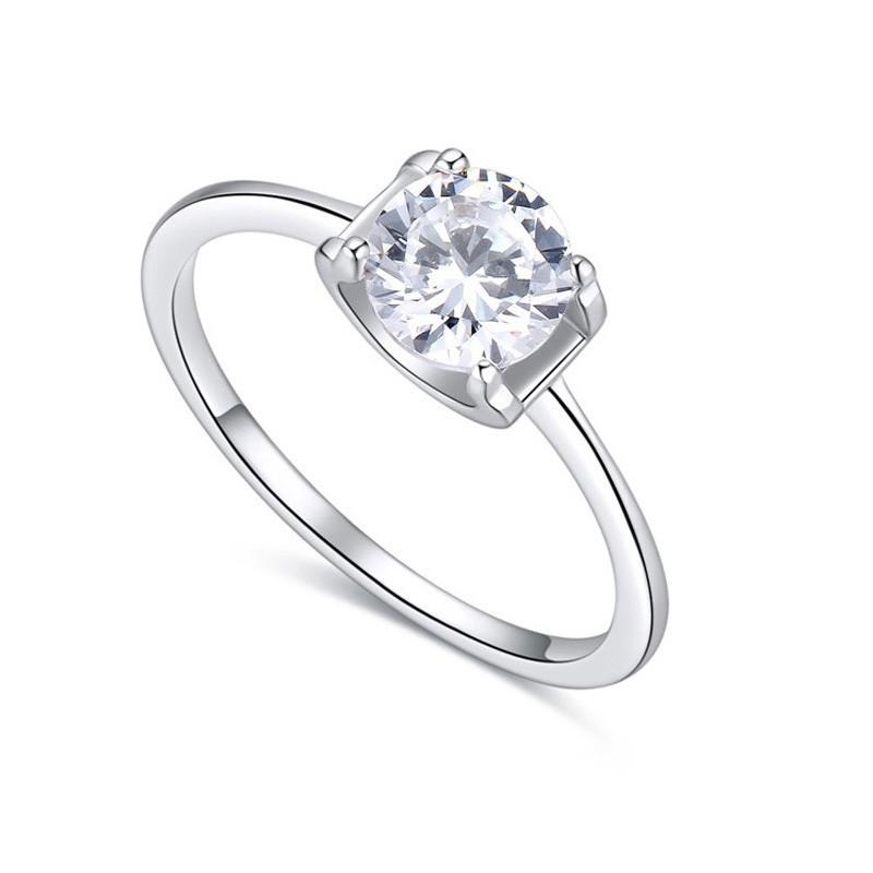 Женские серебряные кольца с кристаллами оптом